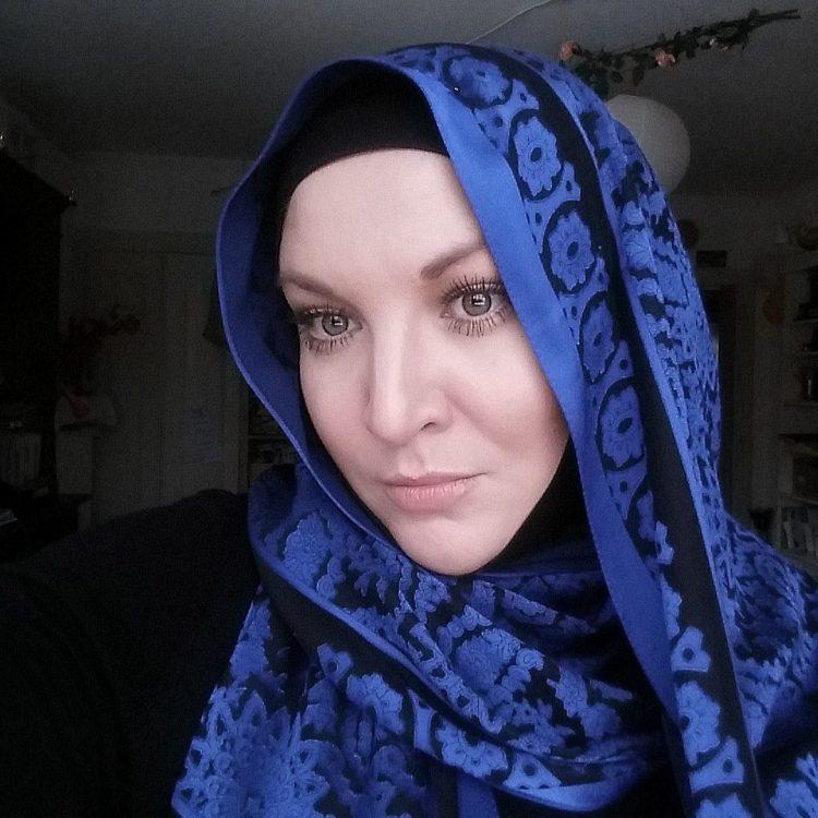 مطلقة عربيه مقيمة فى تركيا ابحث عن الاستقرار والزواج مع